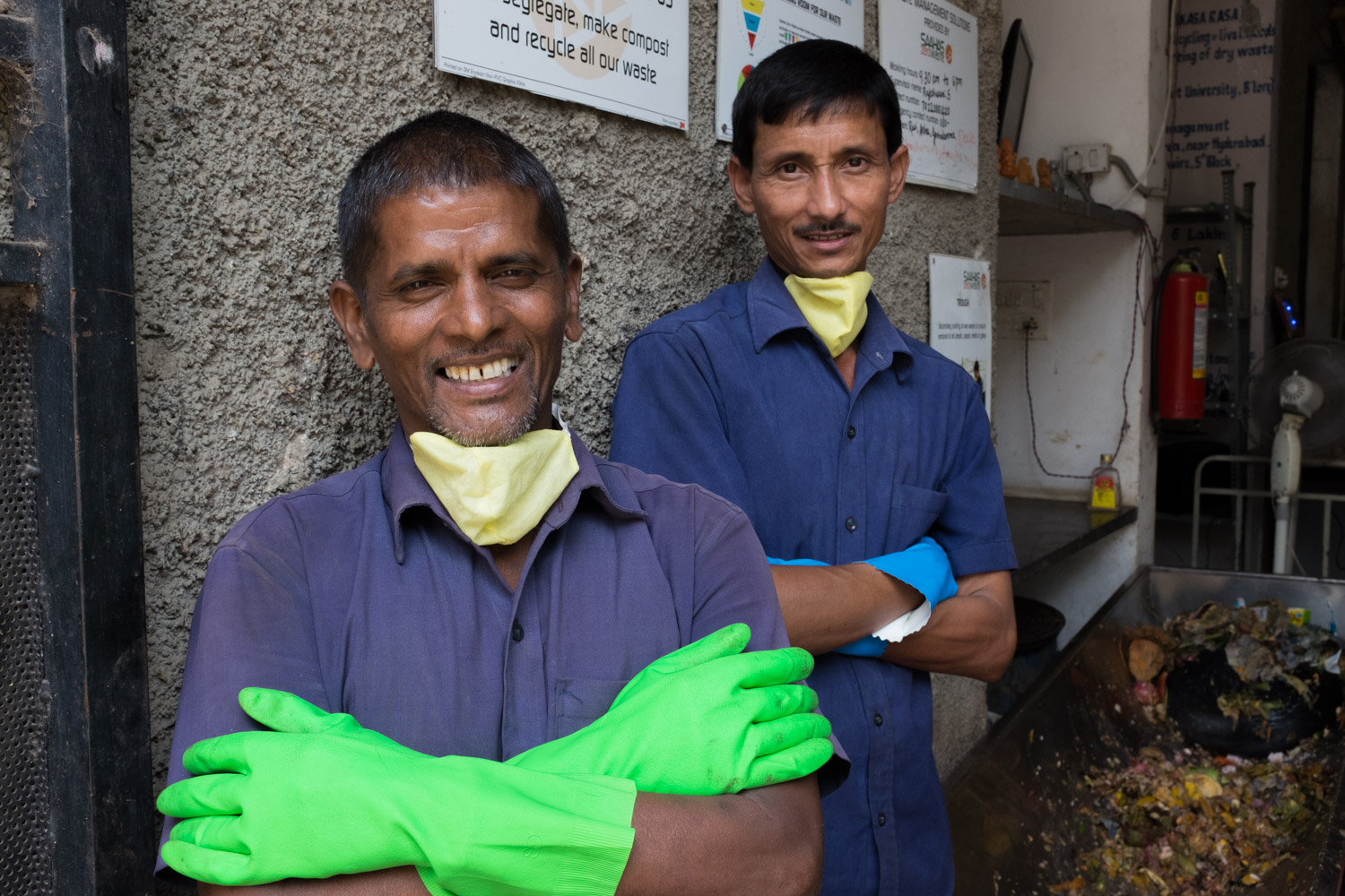 2 waste workers with protectcive masks and gloves